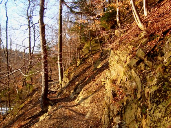 Rotsige trails langs de Helle